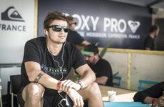 Portrait de Marc Lacomare surfeur professionel français originaire de Hossegor dans les Landes
